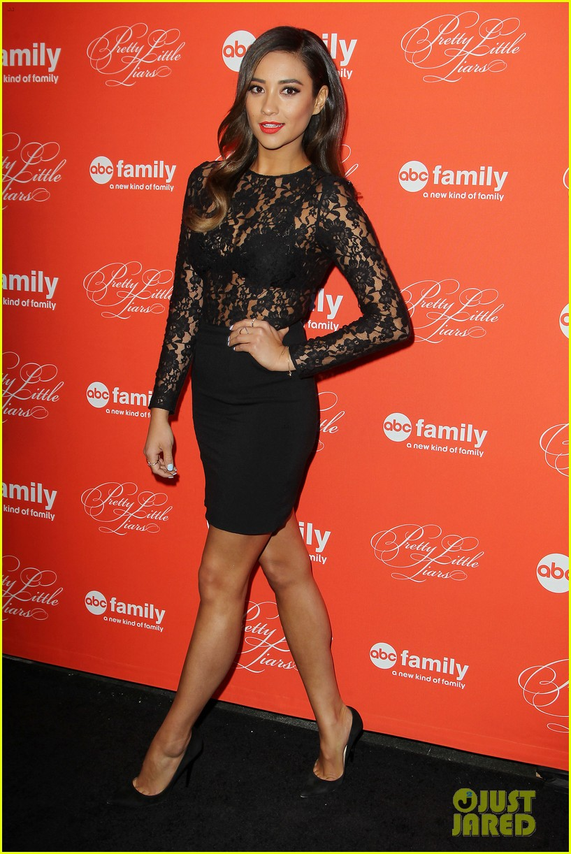 pretty little liars cast presents finale episode at nyc live read 113074588