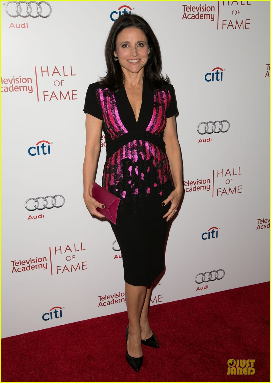 amy poehler julia louis dreyfus doll up for hall of fame gala 033070185
