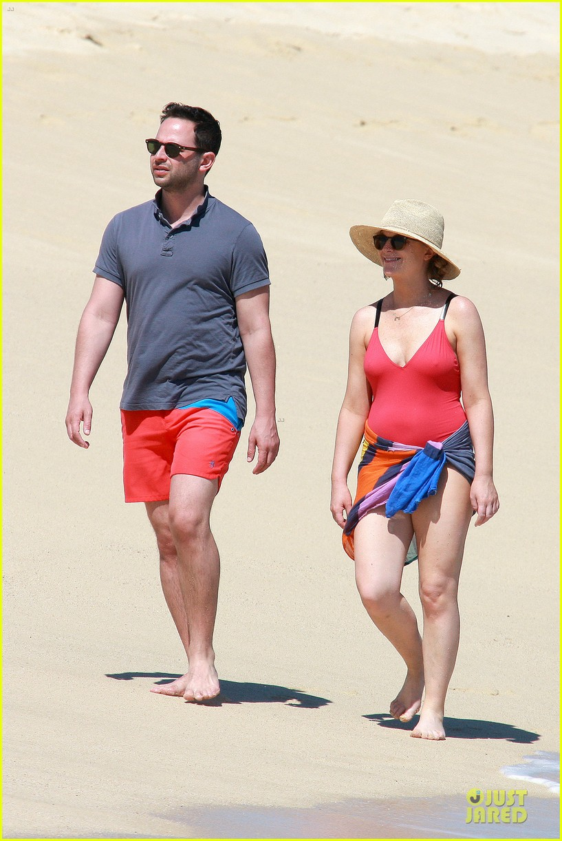 poehler kroll red hot cabo vacation 063082059