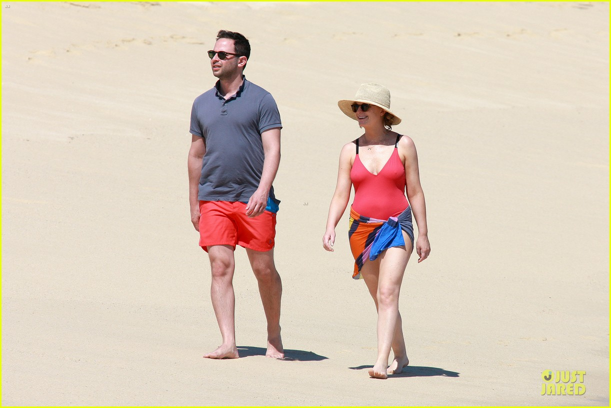 poehler kroll red hot cabo vacation 153082068