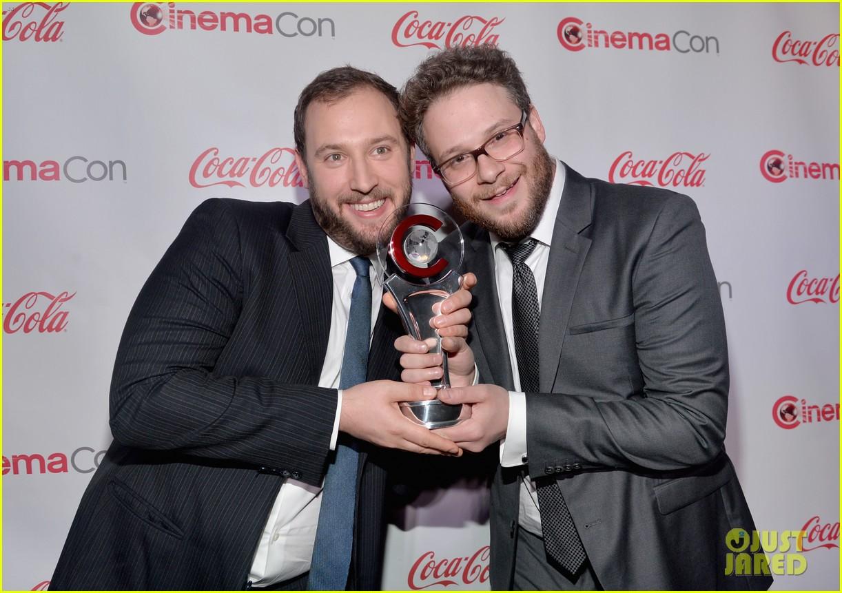chris pratt seth rogen leslie mann cinemacon awards 033080248