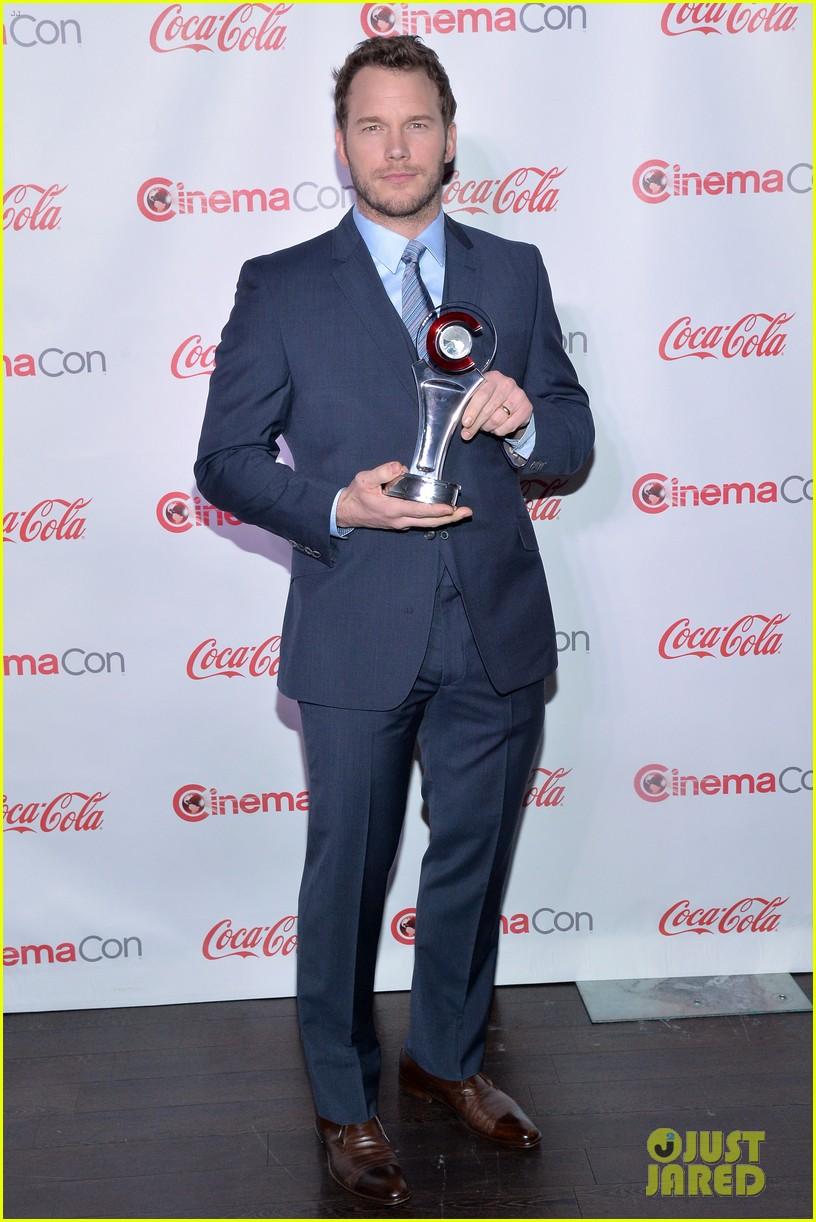 chris pratt seth rogen leslie mann cinemacon awards 043080249