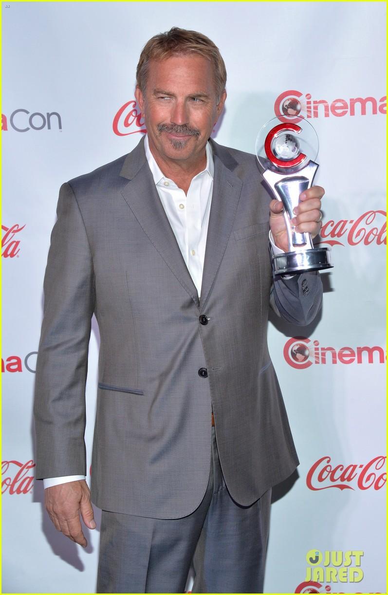 chris pratt seth rogen leslie mann cinemacon awards 203080265