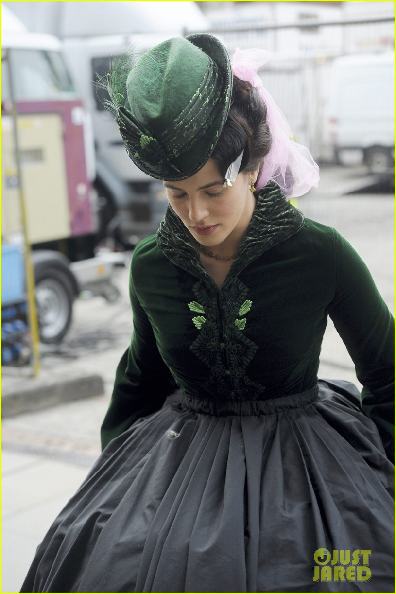 daniel radcliffe jessica brown findlay wear their period garb for frankenstein 043067249