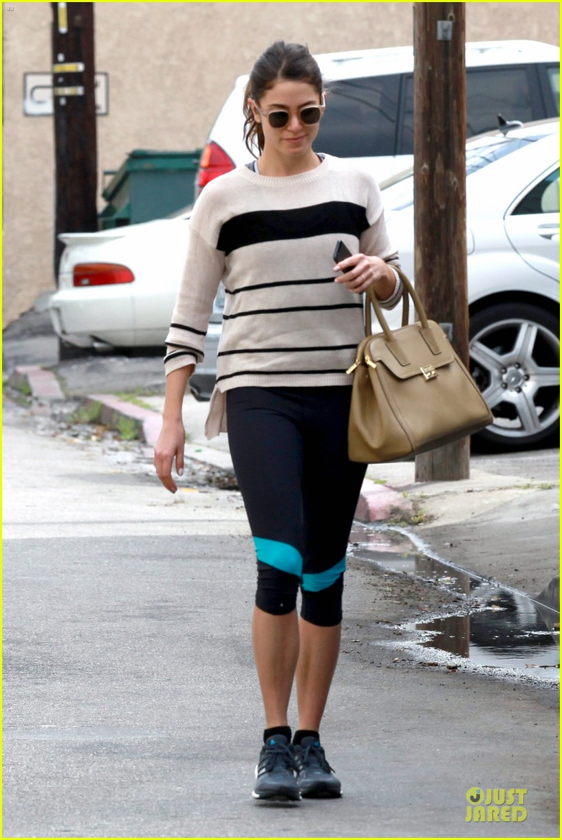 nikki reed perfect example of gym 123076443