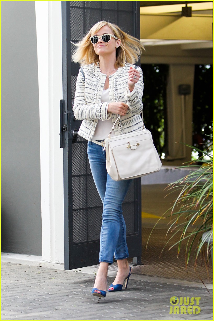 reese witherspoon loves sarah jessica parker her shoe line 033080696