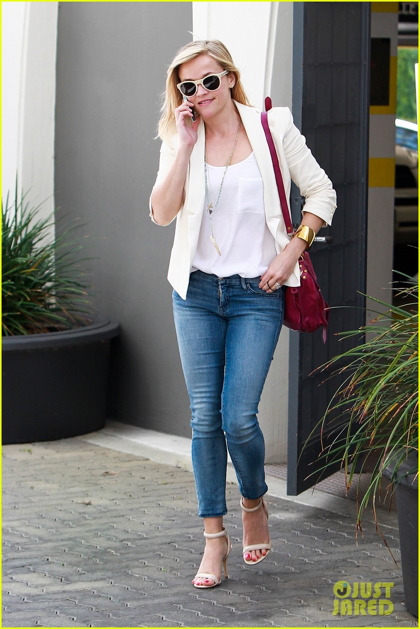 reese witherspoon loves sarah jessica parker her shoe line 053080698