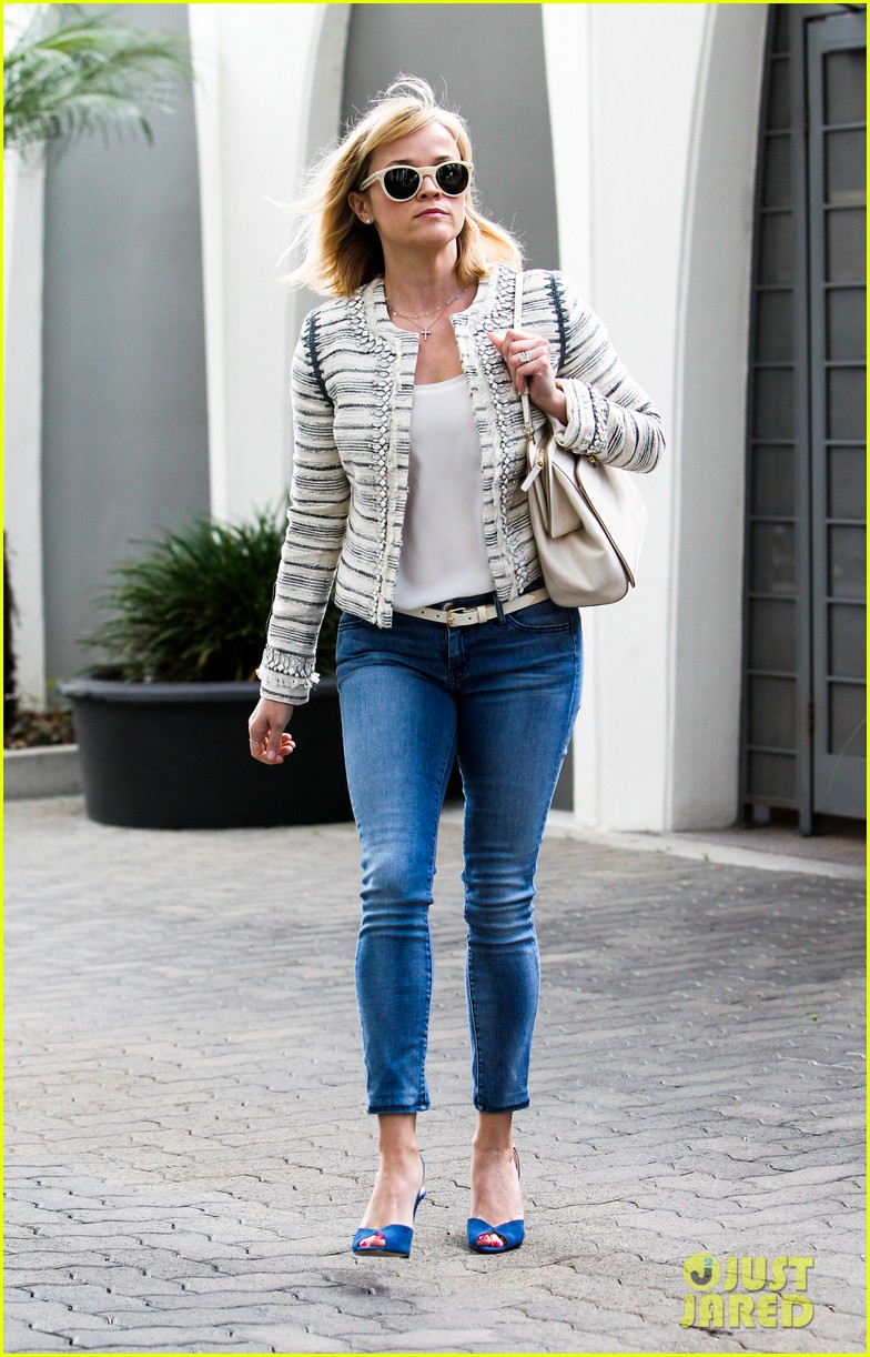 reese witherspoon loves sarah jessica parker her shoe line 073080700