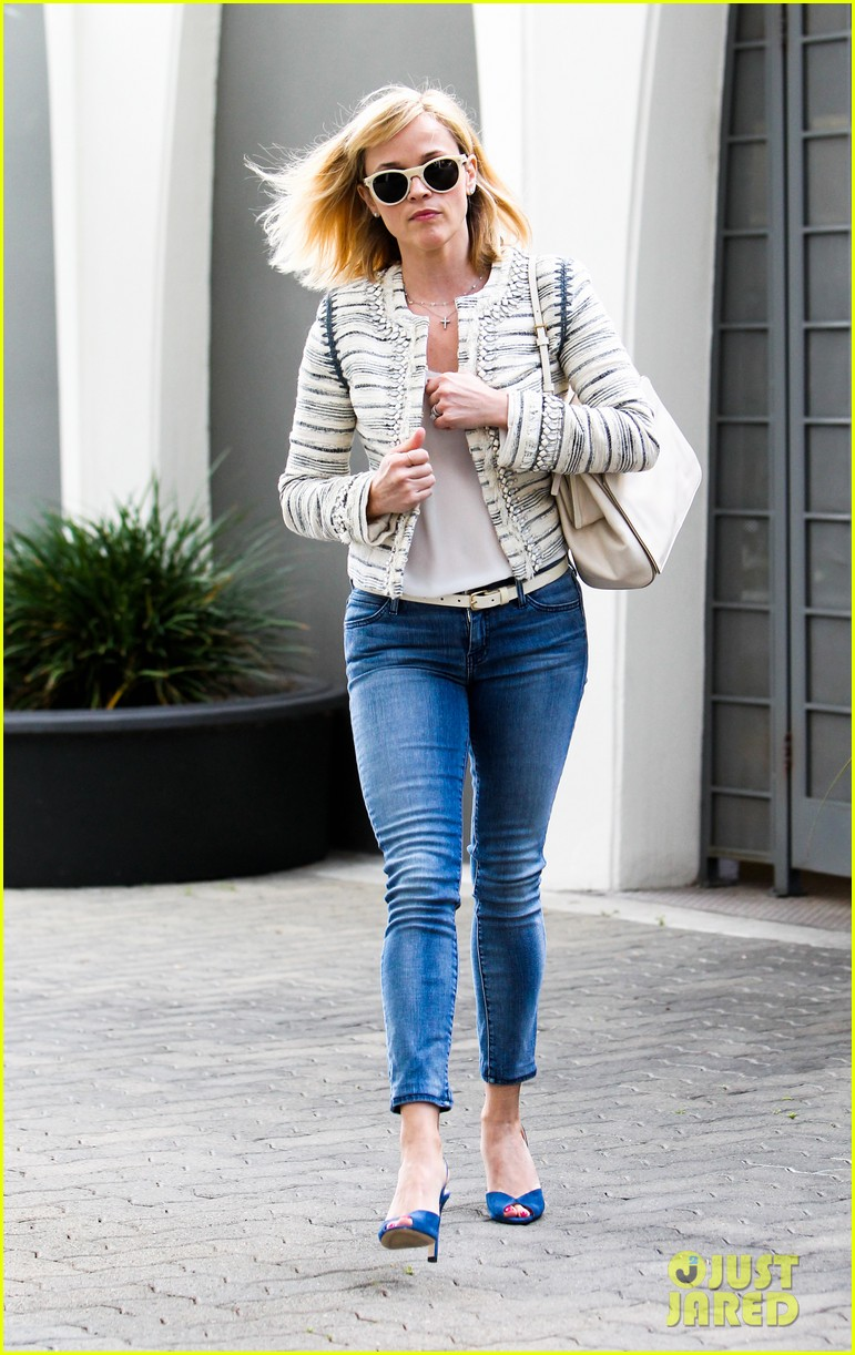 reese witherspoon loves sarah jessica parker her shoe line 103080703