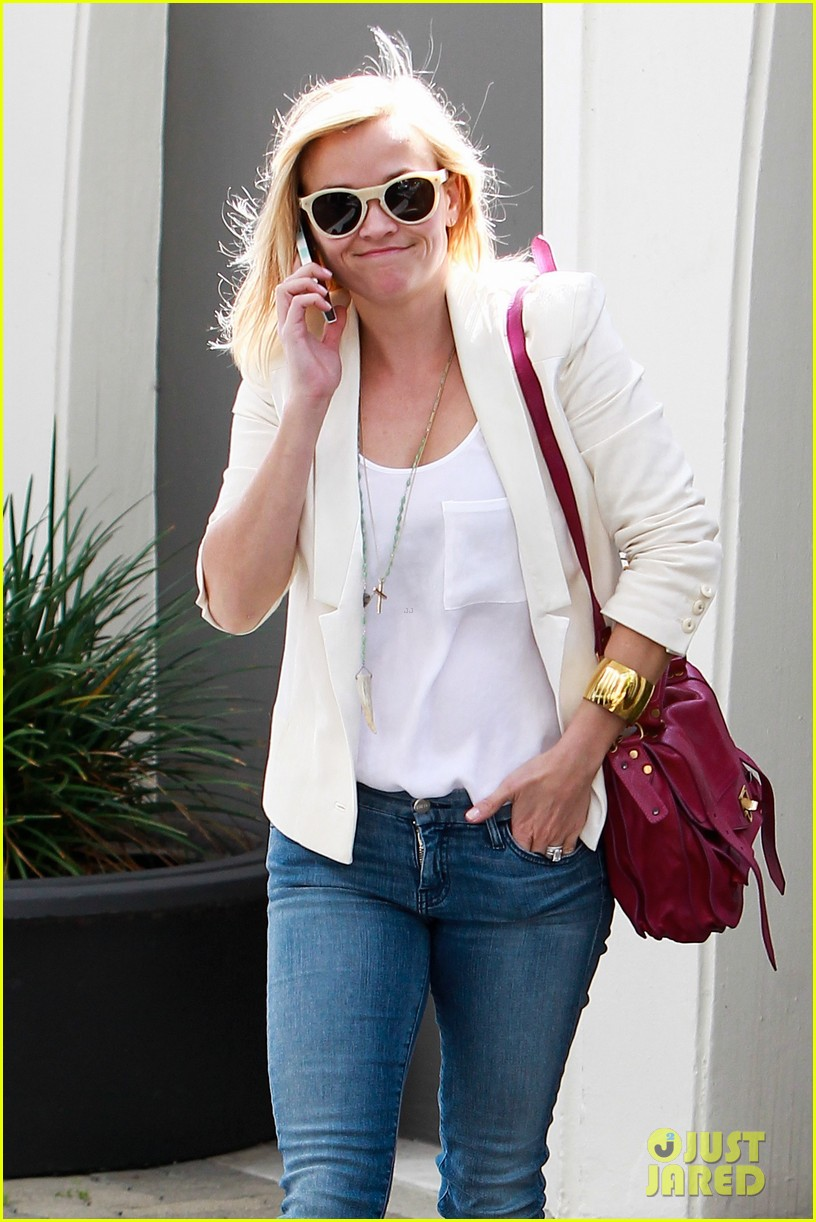 reese witherspoon loves sarah jessica parker her shoe line 163080709