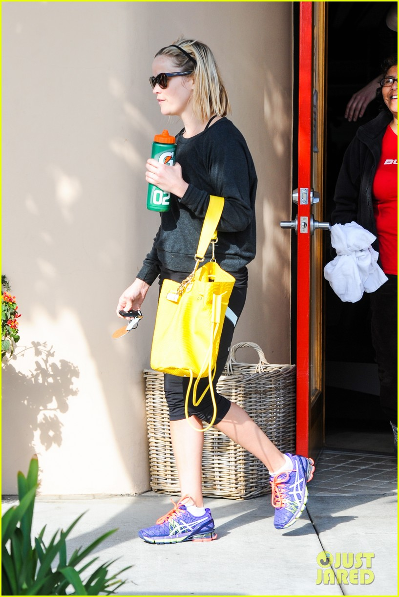 reese witherspoon loves sarah jessica parker her shoe line 22