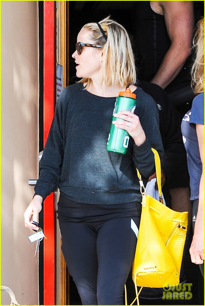 reese witherspoon loves sarah jessica parker her shoe line 233080716