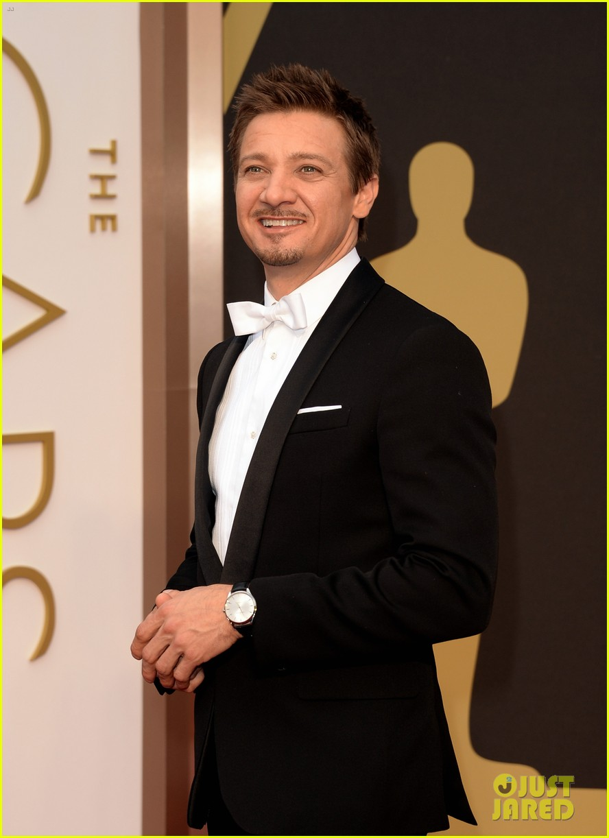 jeremy renner hustles his way to the oscars 2014 013064208