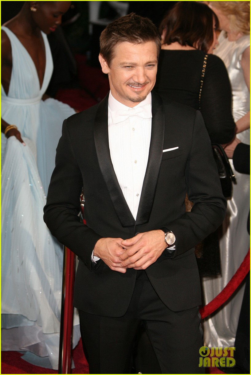 jeremy renner hustles his way to the oscars 2014 033064210