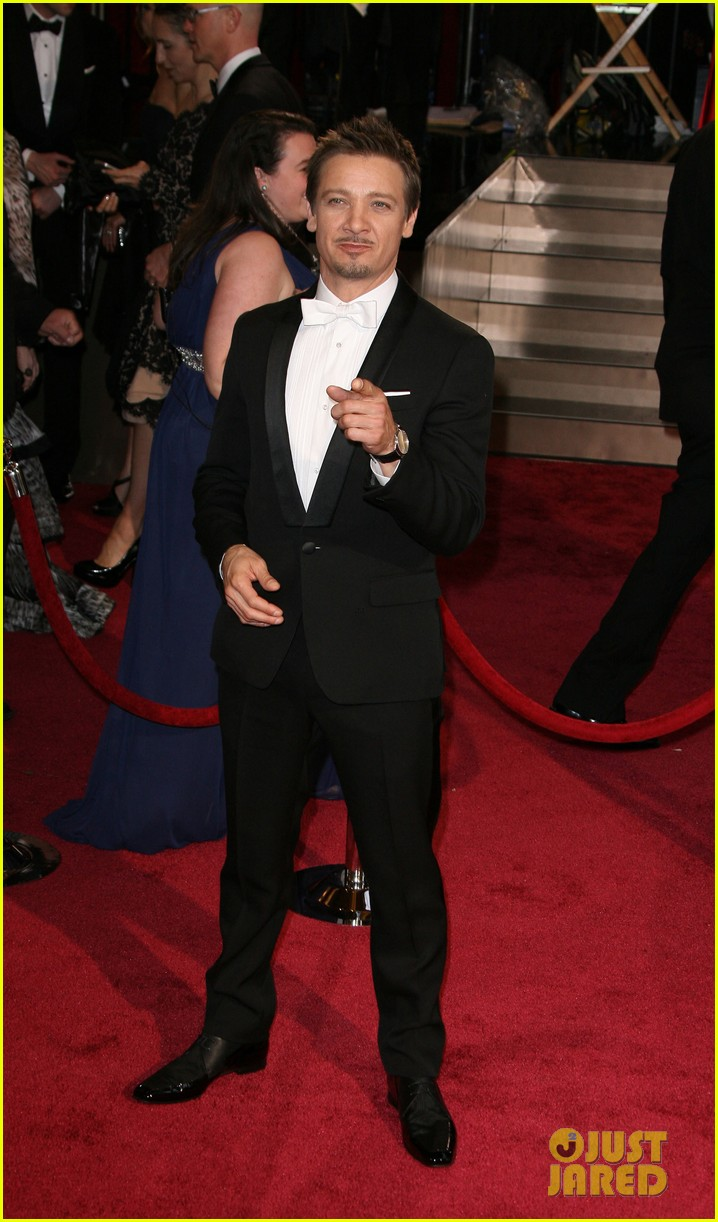 jeremy renner hustles his way to the oscars 2014 043064211