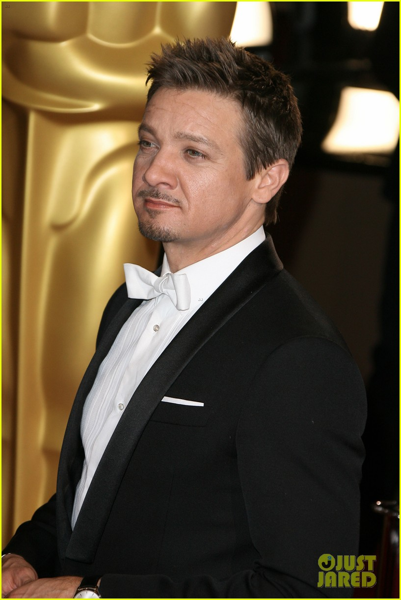 jeremy renner hustles his way to the oscars 2014 053064212