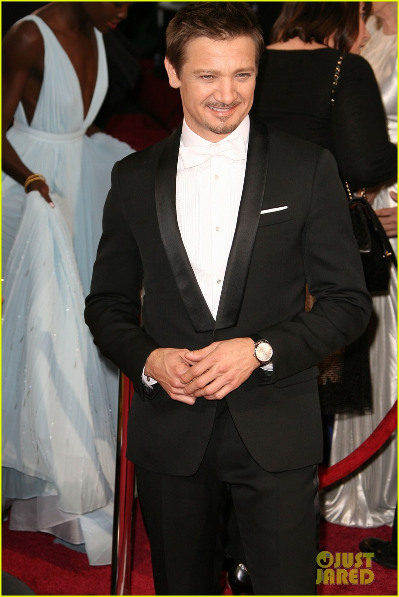 jeremy renner hustles his way to the oscars 2014 063064213