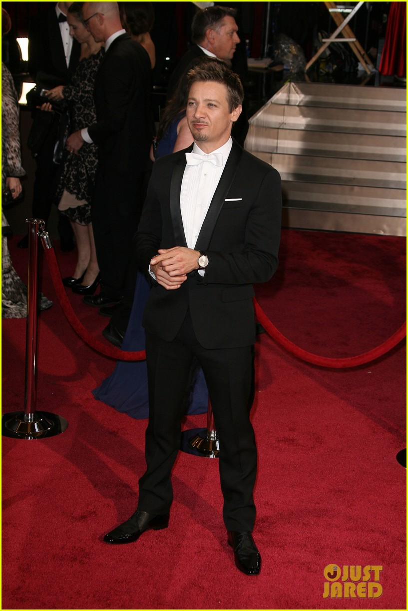 jeremy renner hustles his way to the oscars 2014 073064214