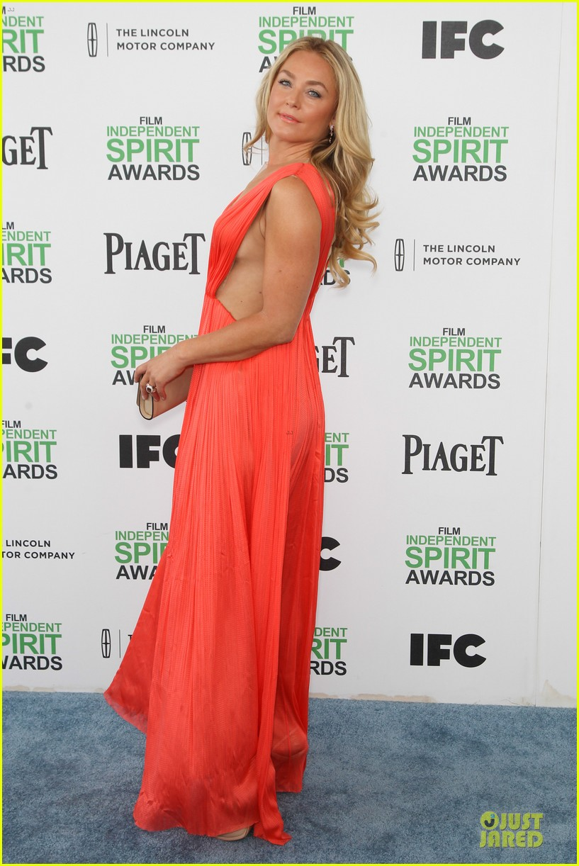 jeremy renner elizabeth rohm exudes american hustle aura at independent spirit awards 2014 013062930