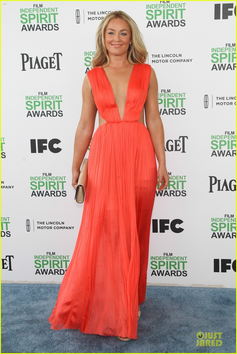 jeremy renner elizabeth rohm exudes american hustle aura at independent spirit awards 2014 073062936