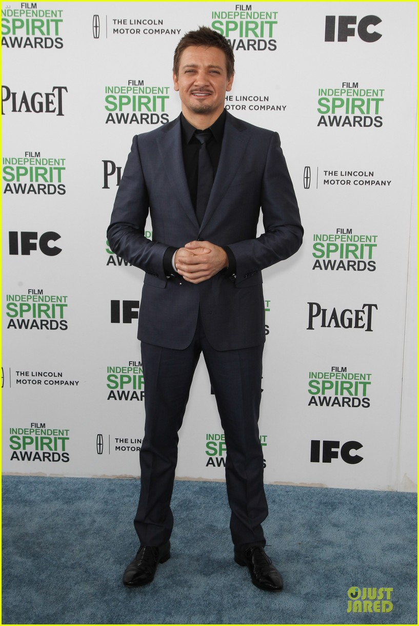 jeremy renner elizabeth rohm exudes american hustle aura at independent spirit awards 2014 113062940