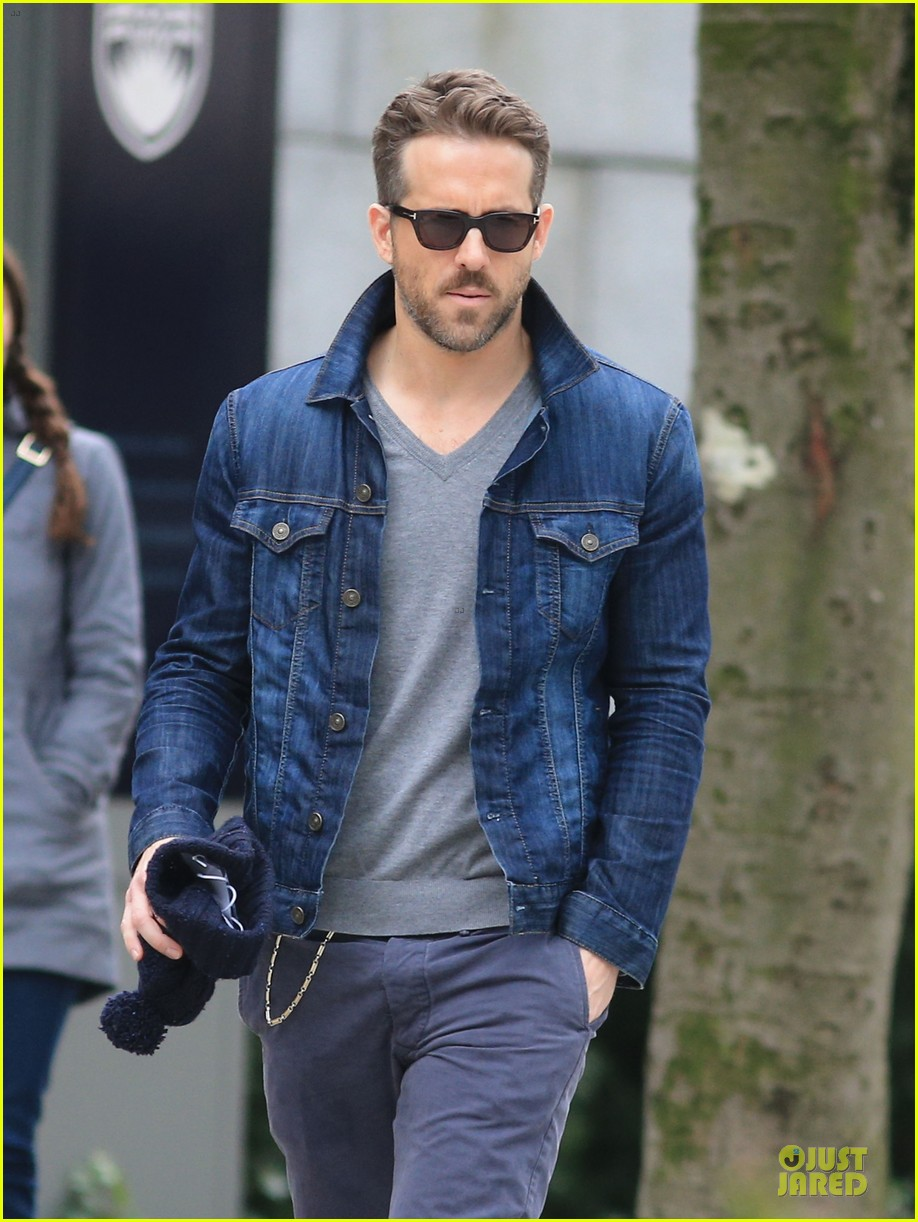 ryan reynolds unloads hollywood hills pad 02