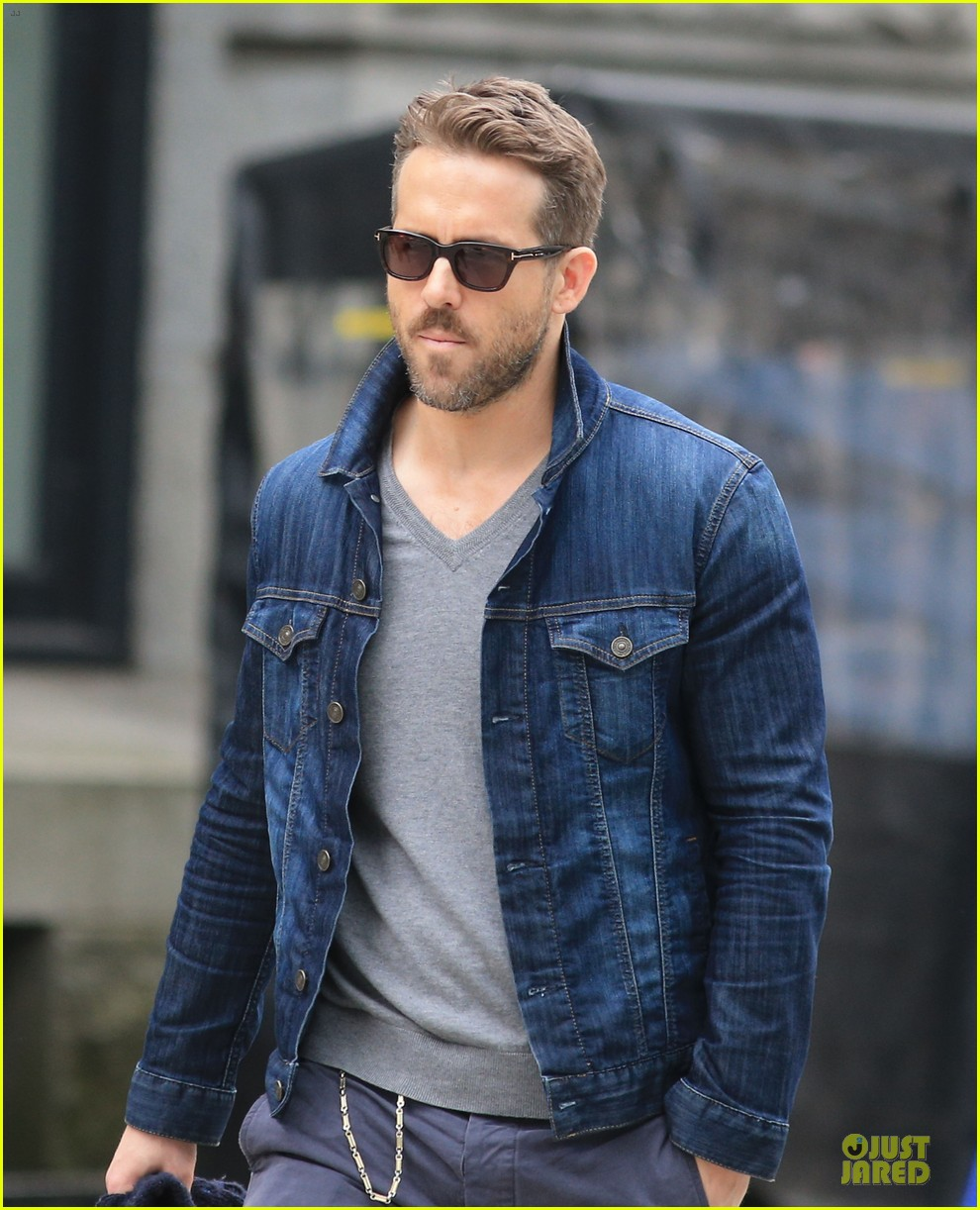 ryan reynolds unloads hollywood hills pad 04