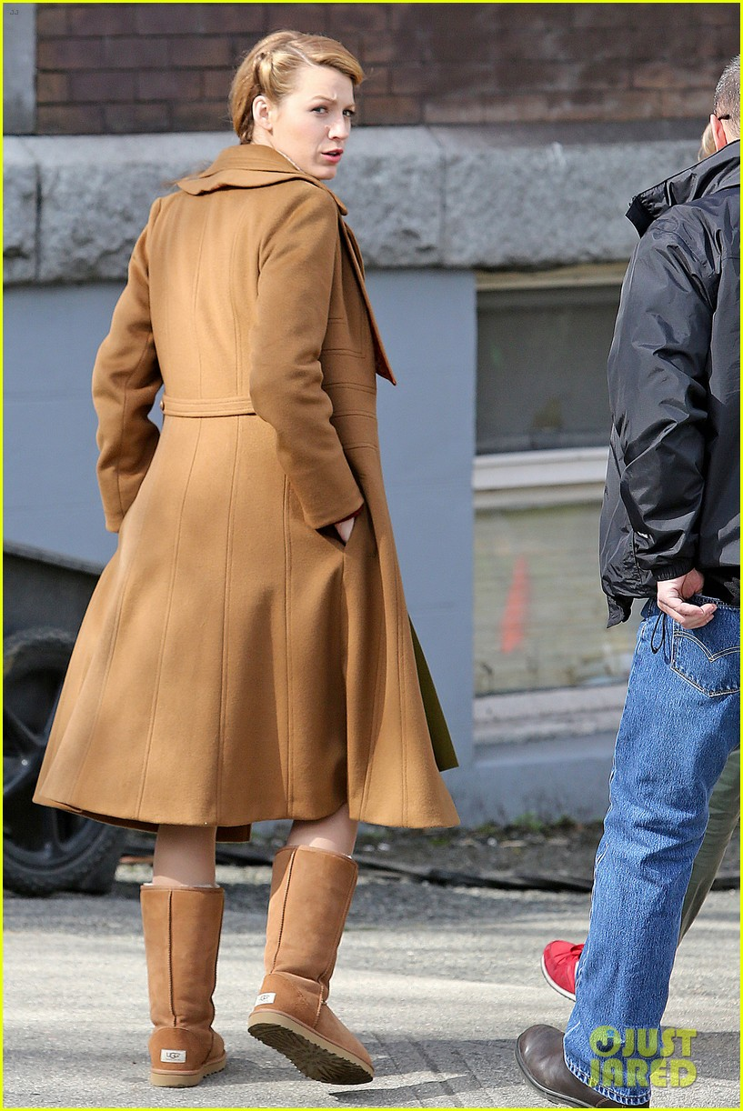ryan reynolds visits wife blake lively age of adaline 243073622
