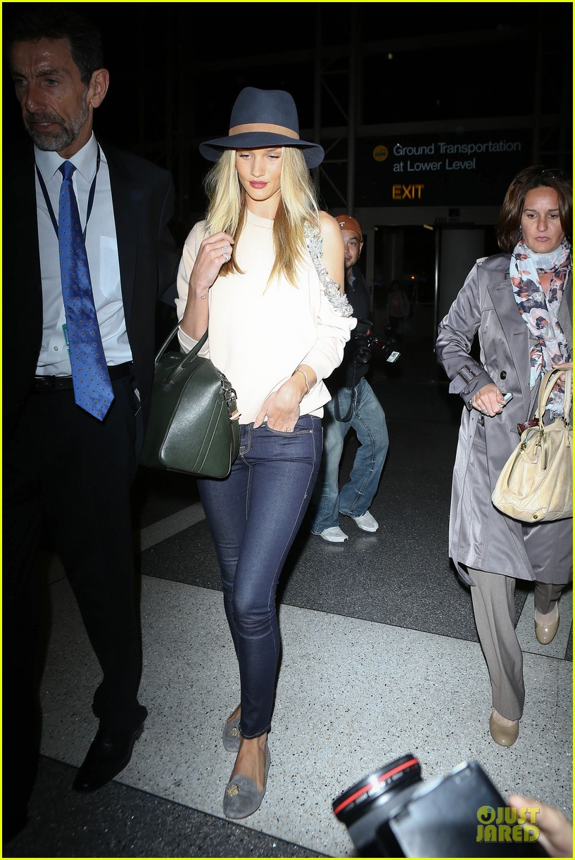 rosie huntington whiteley fly out of la before earthquake 013080967
