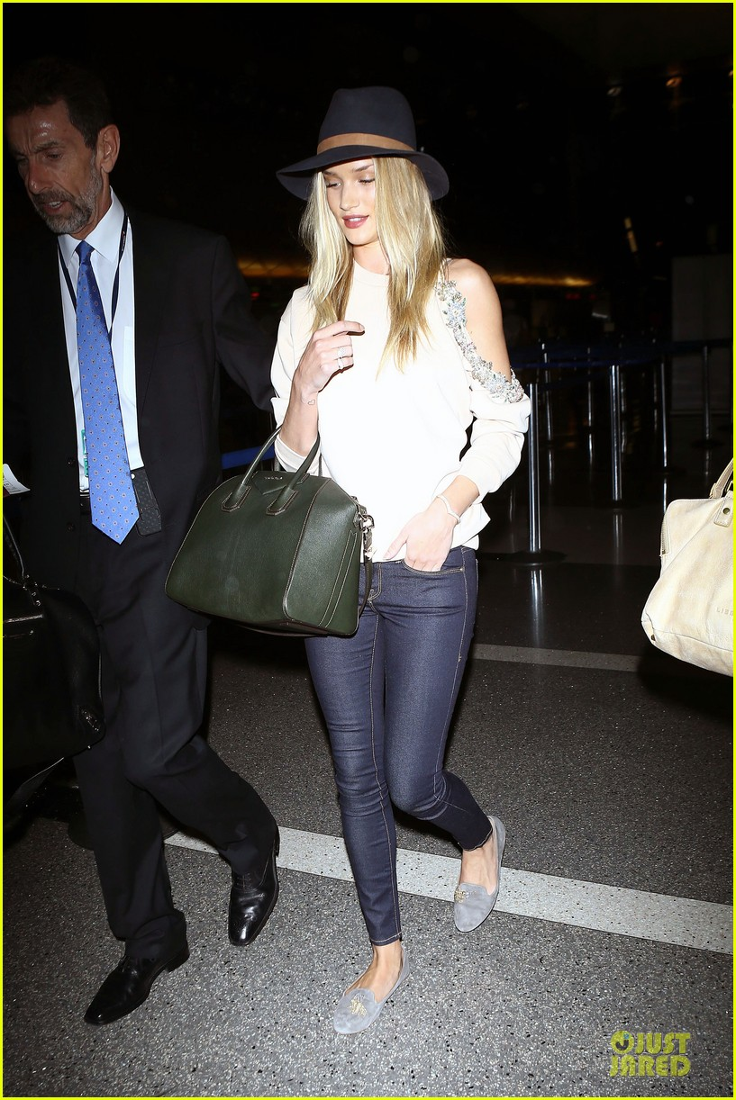 rosie huntington whiteley fly out of la before earthquake 033080969