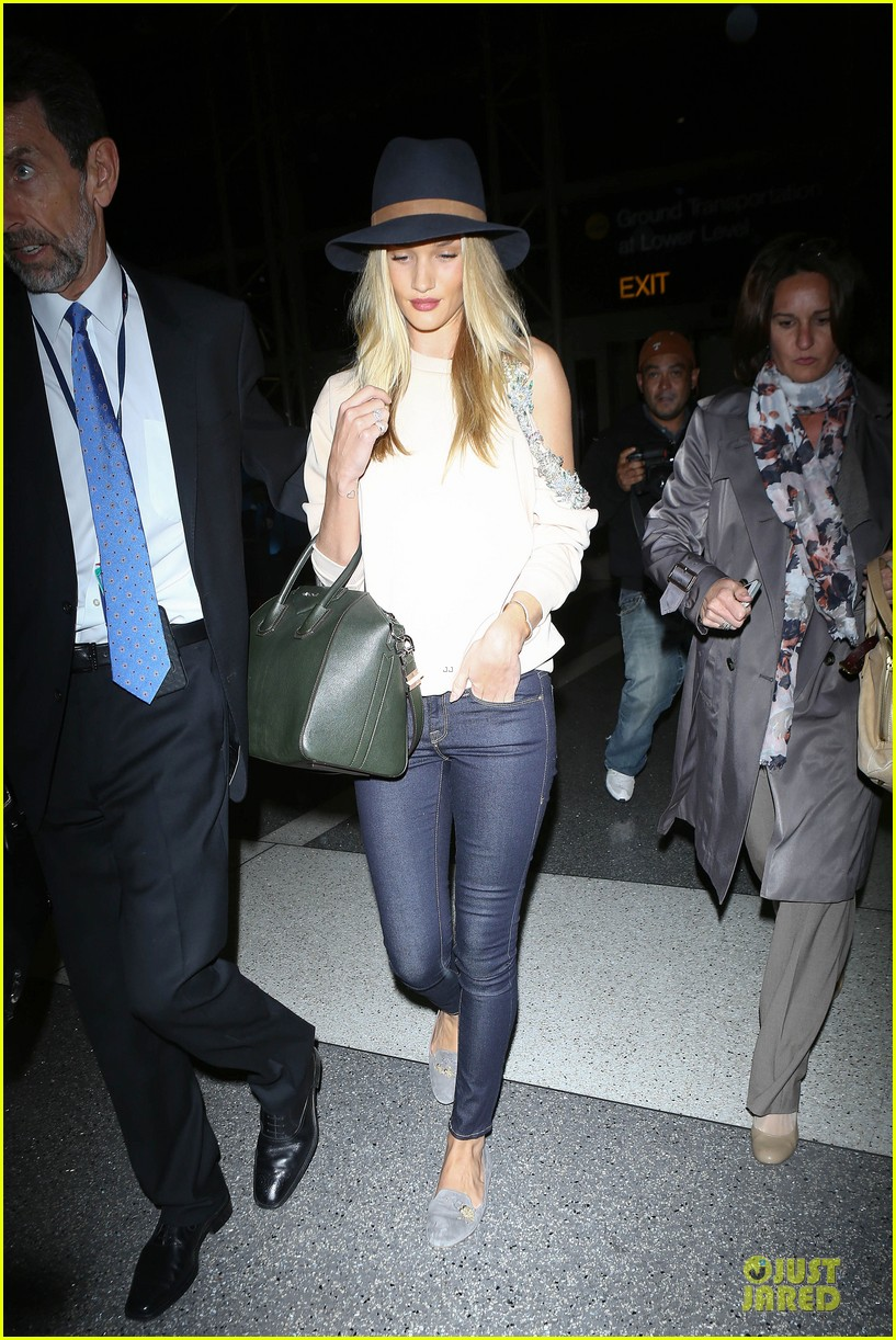 rosie huntington whiteley fly out of la before earthquake 163080982