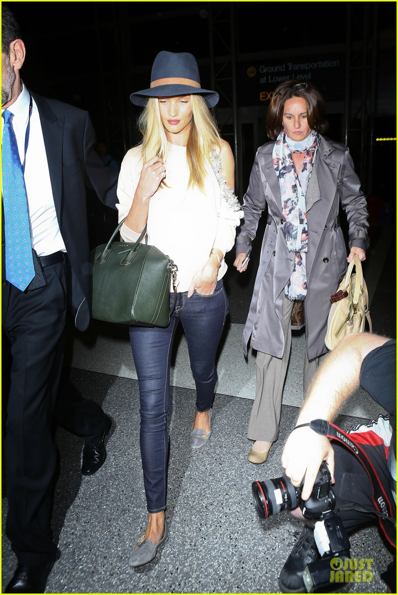 rosie huntington whiteley fly out of la before earthquake 23