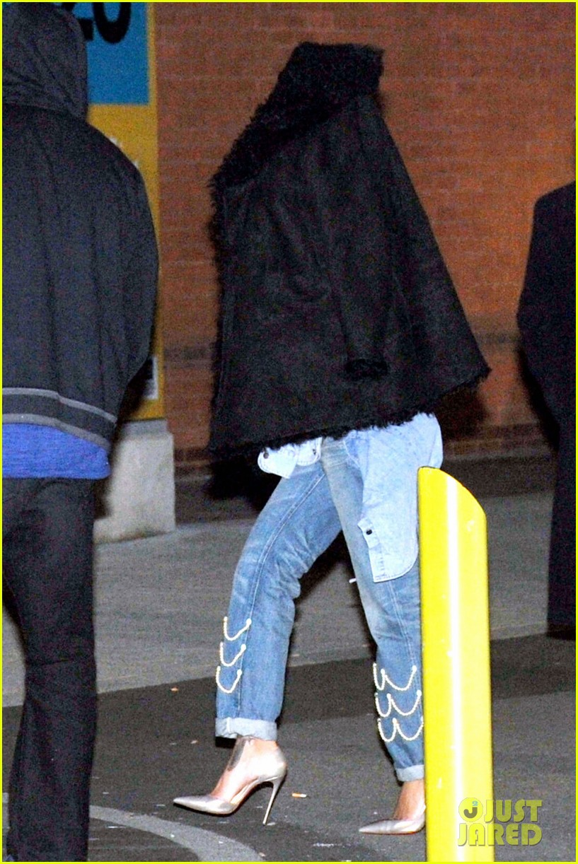 rihanna drake spotted together again head for late night gym session 033071196