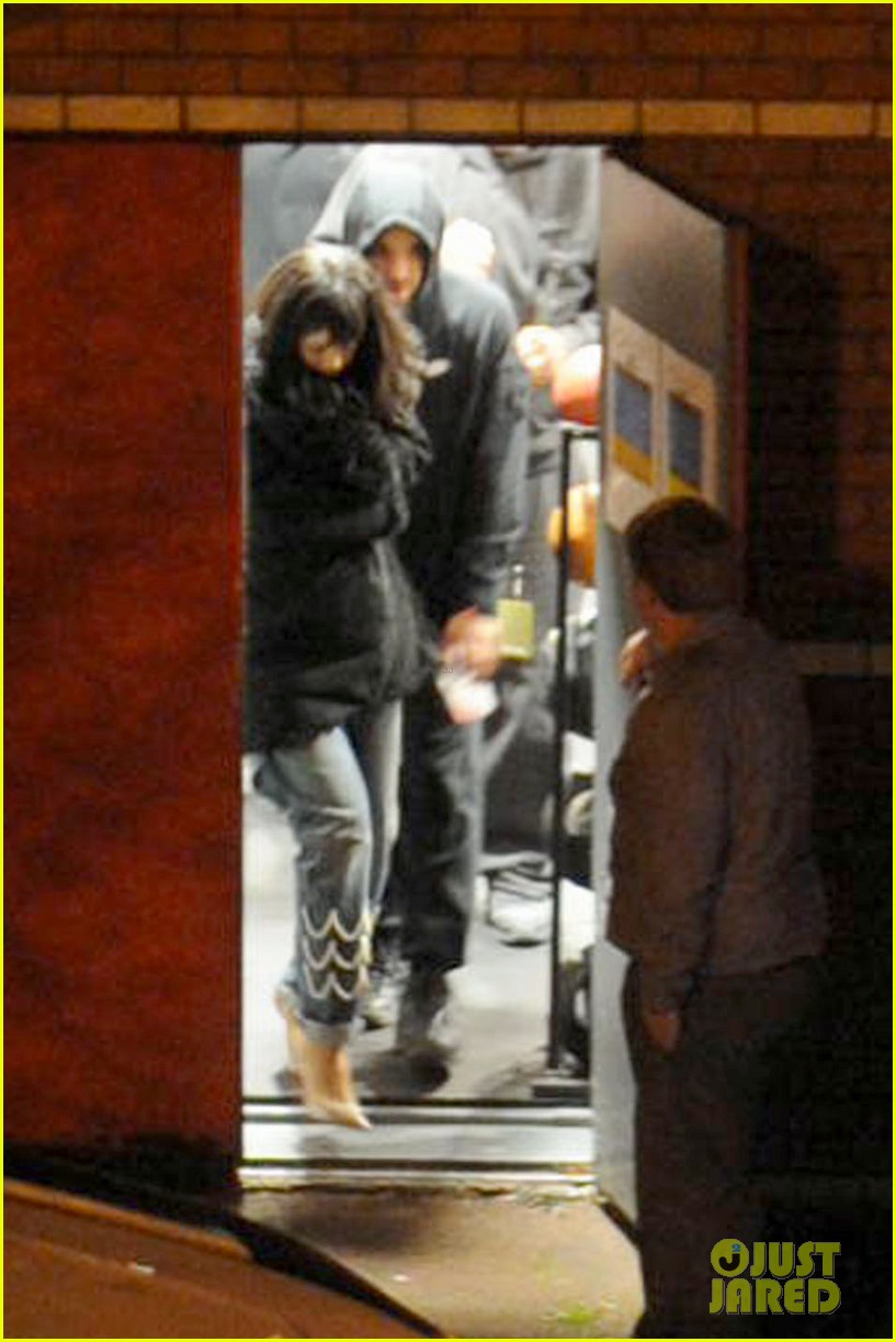 rihanna drake spotted together again head for late night gym session 043071197