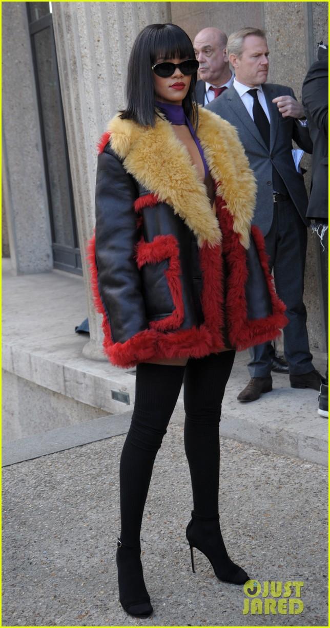 rihanna brings her star power to miu miu fashion show 013066502