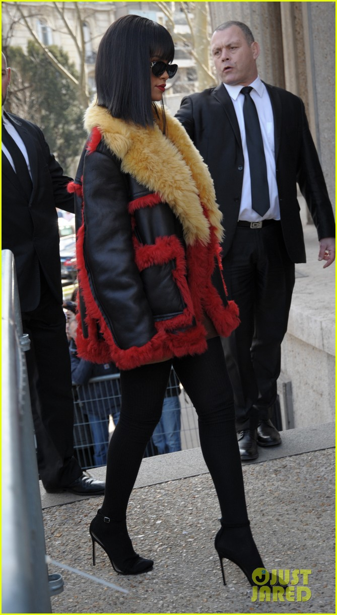 rihanna brings her star power to miu miu fashion show 033066504