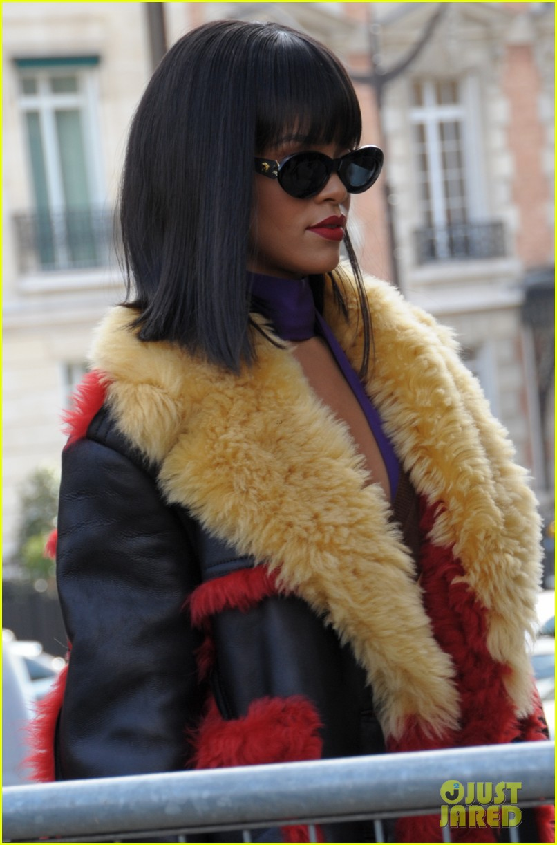rihanna brings her star power to miu miu fashion show 043066505