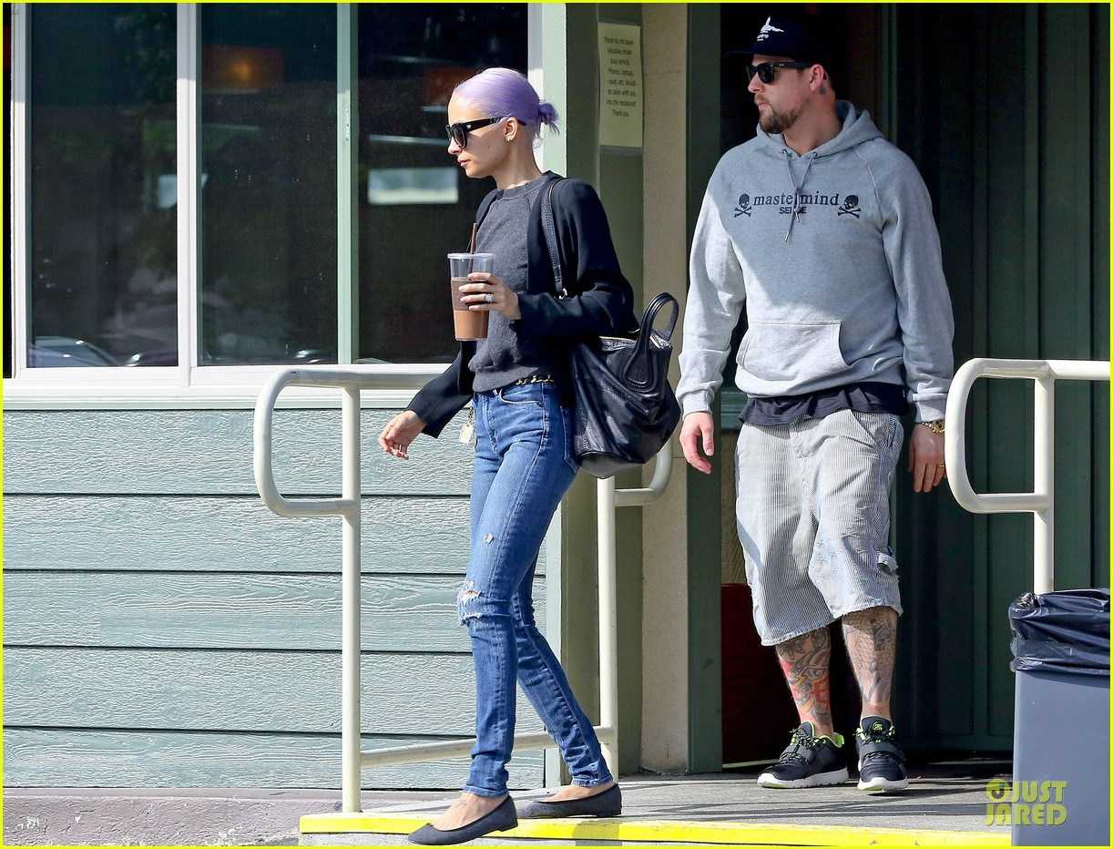 nicole richie proudly rocks new purple hair 033068115