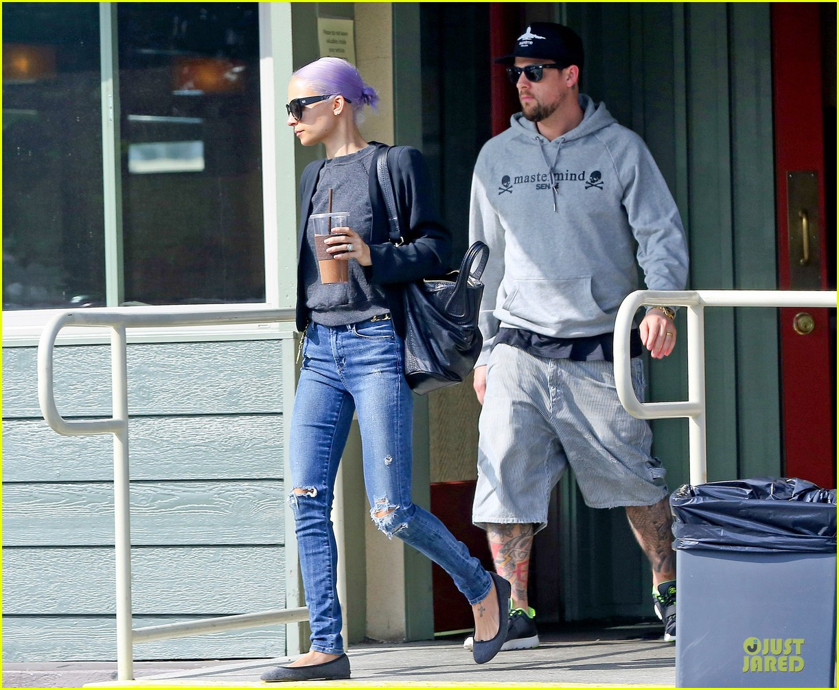 nicole richie proudly rocks new purple hair 073068119