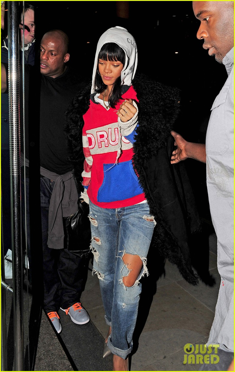 rihanna drake go out on another dinner date in europe 033068981