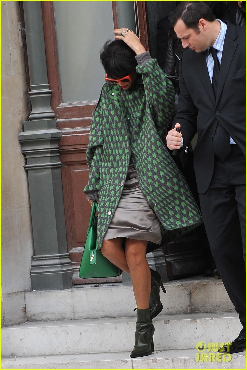 rihanna continues fashion week fun in paris 013065629