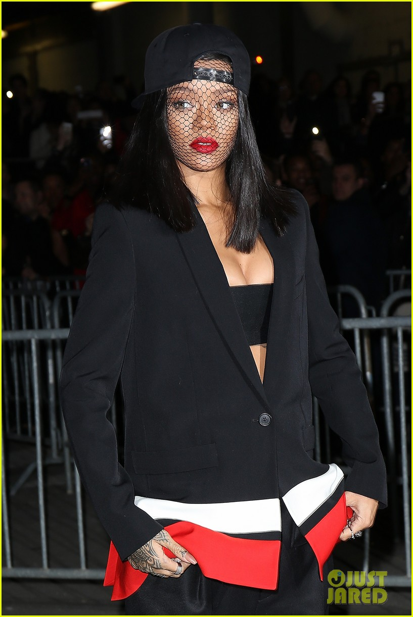 rihanna continues fashion week fun in paris 023065630