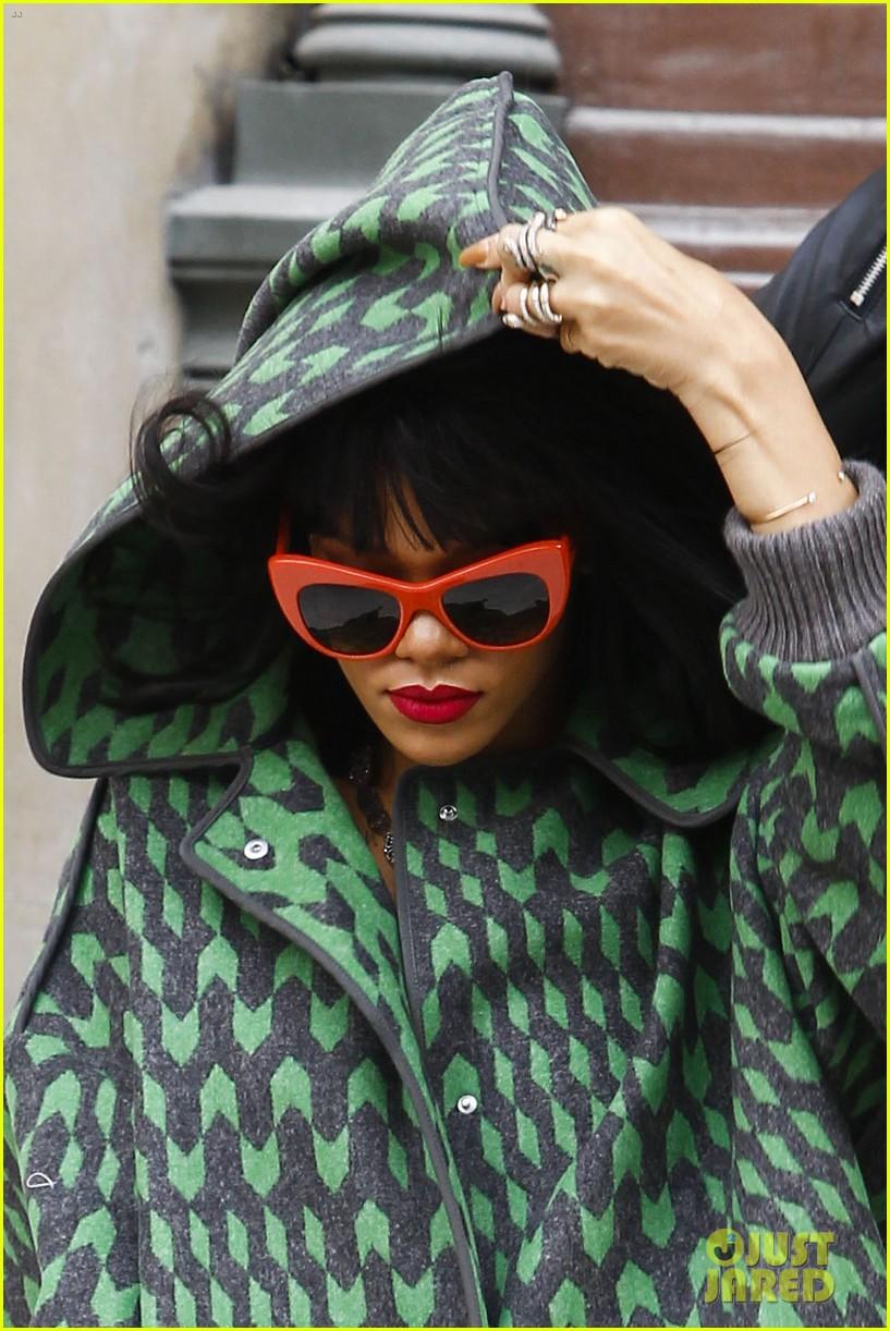 rihanna continues fashion week fun in paris 043065632
