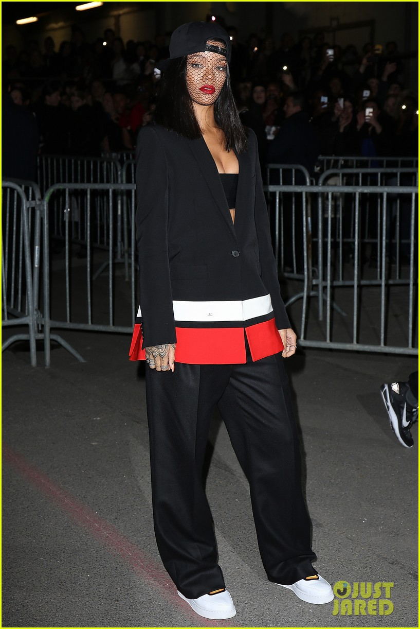 rihanna continues fashion week fun in paris 053065633