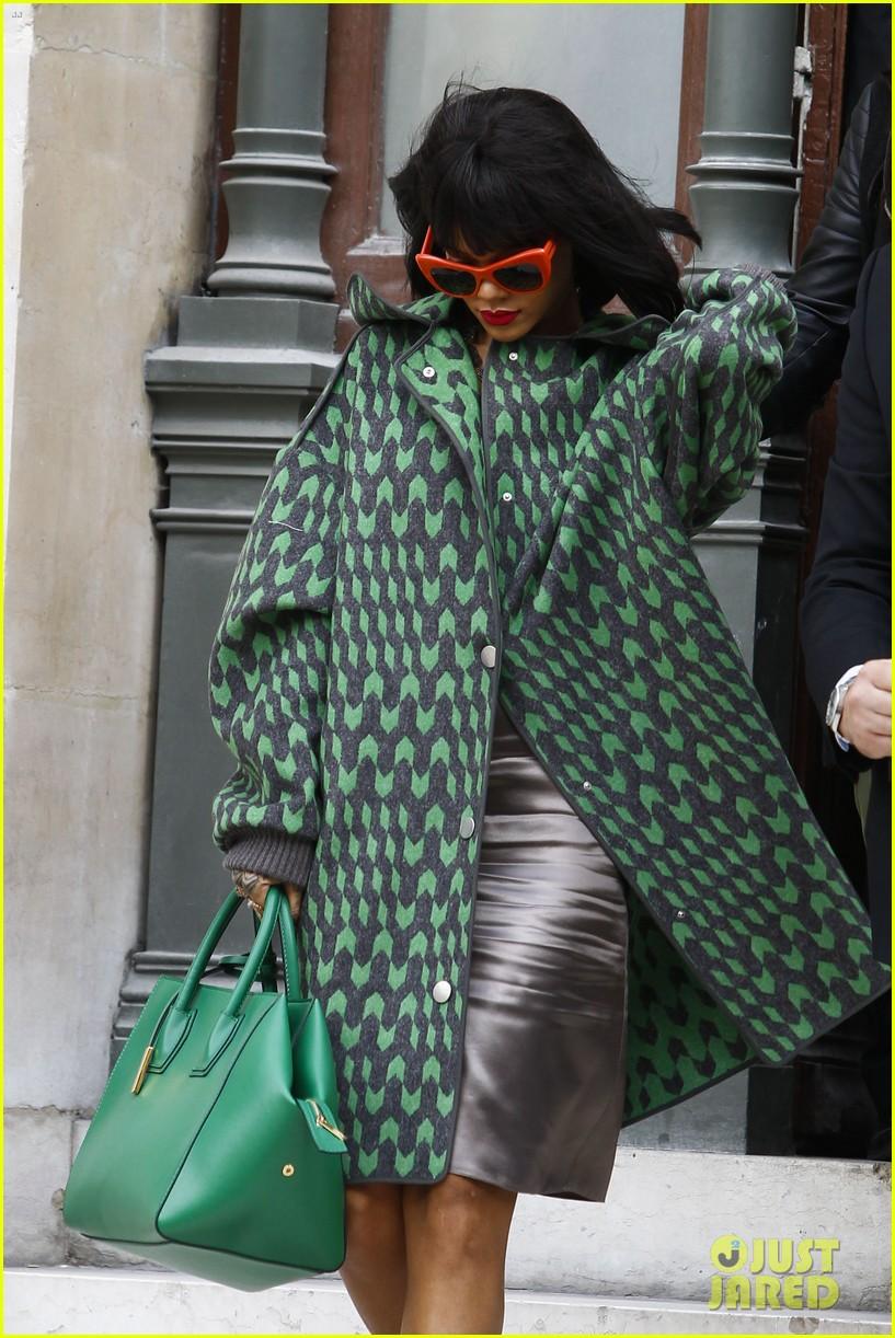 rihanna continues fashion week fun in paris 133065641