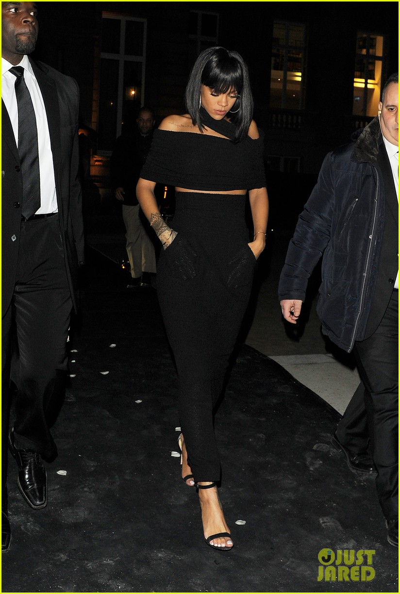 rihanna continues fashion week fun in paris 163065644