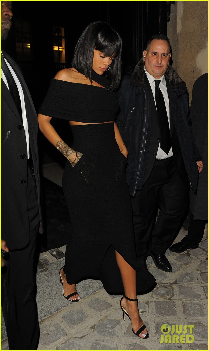 rihanna continues fashion week fun in paris 183065646