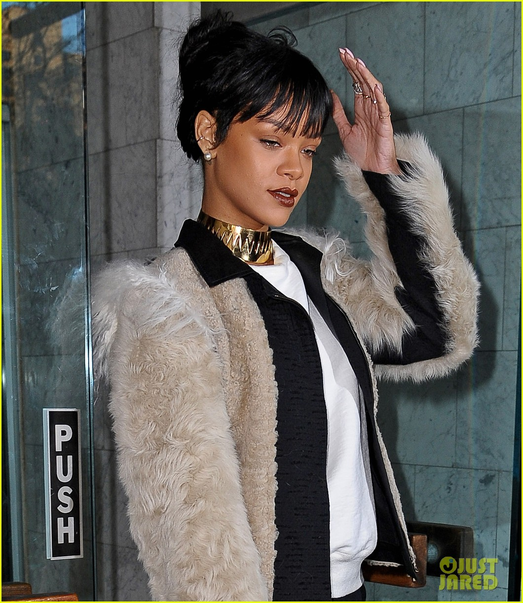 rihanna steps out in style to visit the dentist 053074675