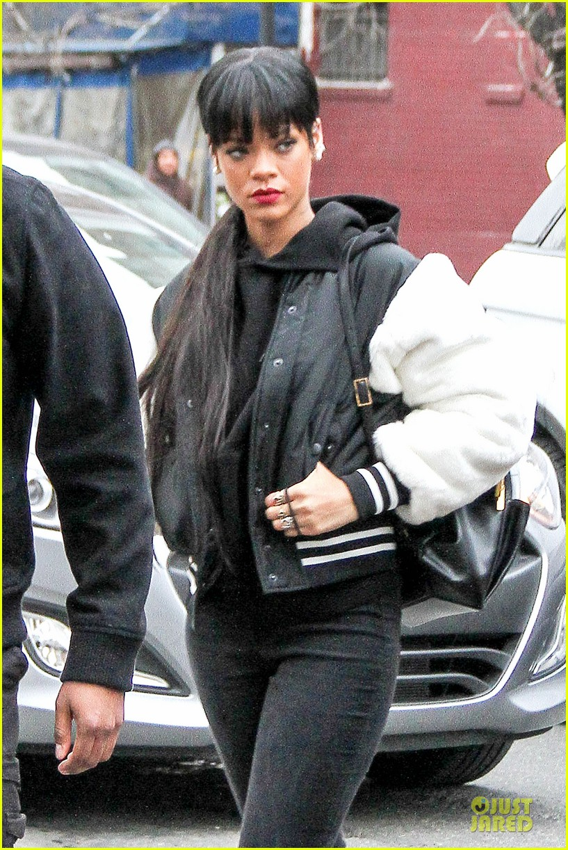 rihanna adds long hair extensions 043073572