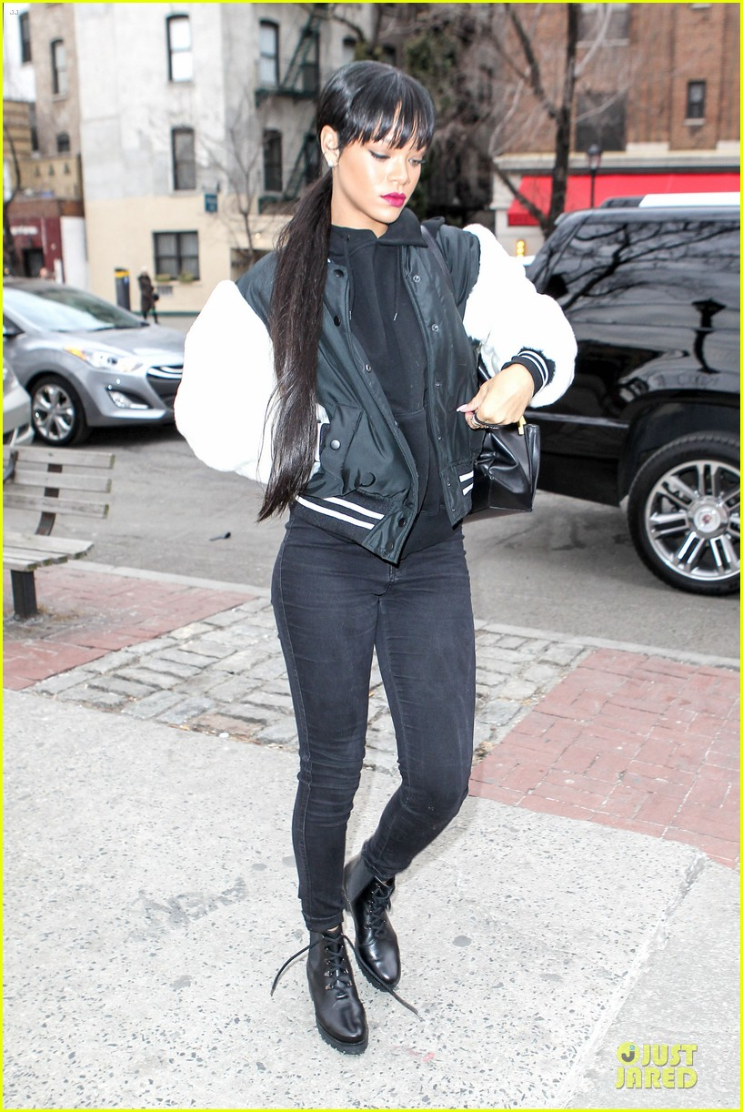 rihanna adds long hair extensions 153073583